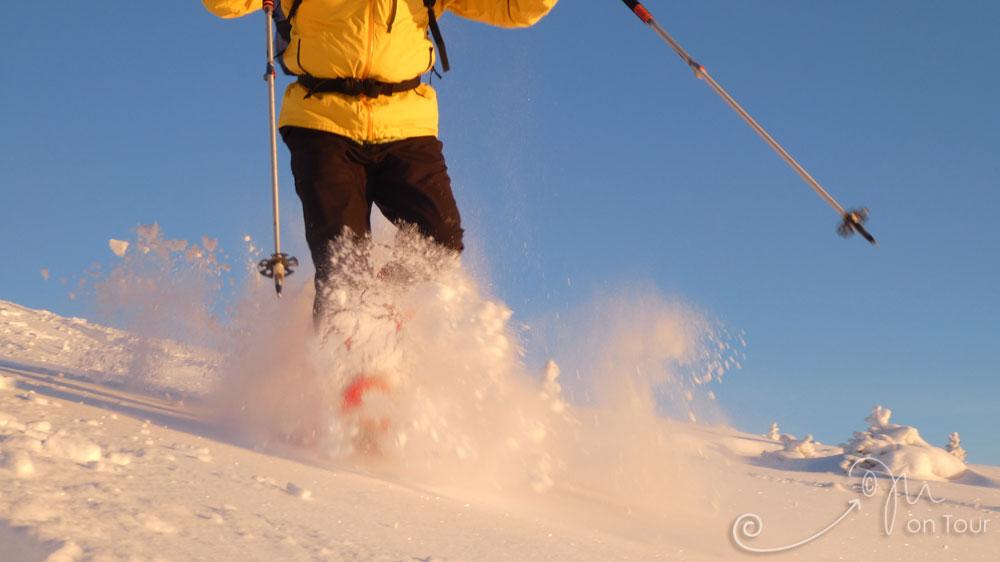 Mit Schneeschuhen über's Nipfjäll durch den tiefen Schnee