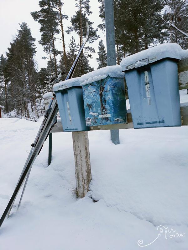 Typische Briefkästen in Schweden - und nett bemalt :)
